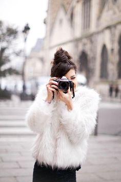 Los abrigos peluche o fluffy coats serán la perdición del invierno