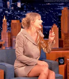 Funny Gifs Taylor Swift Hair, Taylor Swift Style, Bts Aegyo, Smiley, My Idol, Dreaming Of You, Beautiful Women, Singer, Cute