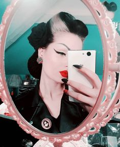 Vintage Hairstyles Retro Why Can't I Be You. Psychobilly Hair, Rockabilly Hair, Rockabilly Fashion, Rockabilly Style, Hippie Look, Estilo Pin Up, Estilo Retro, Mode Pin Up, Darkness Girl
