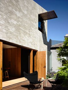 East West House Hides a Secret Behind Its Victorian Facade… Brick Architecture, Architecture Awards, Victorian Architecture, Architecture Details, Interior Architecture, Gaudi, Light Brick, Recycled Brick, Brickwork