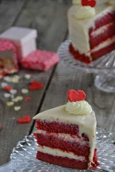 Red Velvet per San Valentino, Terry Tanti Sweet And Salty, Love Is Sweet, High Tea Sandwiches, Red Flower Arrangements, Sacher, Different Cakes, Tea Cakes, Red Velvet, Velvet Cake