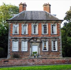 Small 18thC. Mansion in England | Content in a Cottage