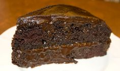 Dark Chocolate Cake With Rich Chocolate Frosting/Icing Recipe One Bowl Chocolate Cake Recipe, Best Chocolate Desserts, Chocolate Frosting Recipes, Dark Chocolate Cakes, Lindt Chocolate, Sweet Recipes, Cake Recipes, Dessert Recipes, Tortas Light