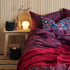 IKEA furniture and home accessories are practical, well designed and affordable. Here you can find your local IKEA website and more about the IKEA business idea. Dark Bedding, Bedding Sets, Comforter, King Duvet, Queen Duvet, White Shelving Unit, Catalogue Ikea, Ikea Portugal, Dark Blue
