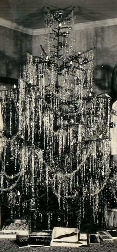 For many people, tinsel and garland have now become synonymous with one another, with some now calling the combination garland tinsel or tinsel garland. In the past though, tinsel was though of as the long, thin, stringy silver that you hung on the...