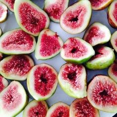 fashion-karma: Packed in 15 figs for my mono meal breakfast this morning, next market trip aiming for 25!  #monomealing #raw #vegan #figsforlife