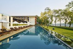 Modern design fans will fancy Anantara Chiang Mai hotel, a sleek riverfront sanctuary with luxe rooms, fine dining and a stellar spa, just a hop from the Night Bazaar. Saunas, Boutique Hotels, Chiang Mai, Rafting, Holland, Spa Offers, Hotel Offers, Northern Thailand, Living In New York