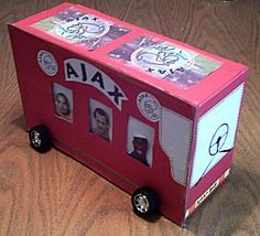 Voor de voetbalfan - #spelersbus #surprise #sinterklaas Cigar Box Diy, Diy Box, Keep Calm And Diy, Unicorn Surprise, Crafts For Kids, Diy Crafts, Collage, Valentine Box, Santa Gifts