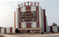Victory Drive-In Theater, Menomonee Falls, WI - Image Drive Inn Movies, Drive In Movie Theater, Menomonee Falls, Lake Mead, Valley Of Fire, Us Road Trip, Milwaukee Wisconsin, Us National Parks, Old Signs