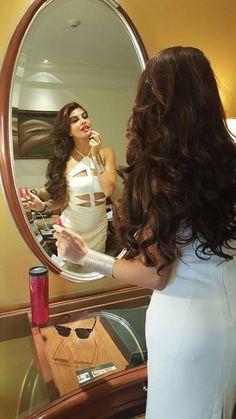 Jacqueline Fernandez Beautiful Bollywood Actress, Most Beautiful Indian Actress, Bollywood Stars, Bollywood Fashion, Star Fashion, Fashion Beauty, Katrina Kaif Photo, Star Wars, Jennifer Winget