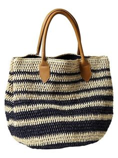 Crochet Bags Designs Striped Straw Tote-- I especially like the straps, they make the bag look much more polished than if it had crocheted straps. Crochet Shell Stitch, Crochet Tote, Crochet Handbags, Crochet Purses, Straw Tote, Beach Tote Bags, Crochet Accessories, Clothing Accessories, Women's Clothing