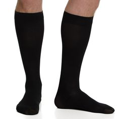 Revitalize your legs with the help of this VIM & VIGR Men's 15-20 mmHg Compression Wool Sock. This durable wool construction features graduated compression to alleviate aching and swelling.