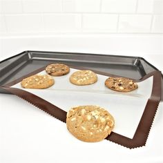 Non-stick baking sheets are made of woven glass coated with food grade sillicone. Used daily by professionals, the sheets are multipurpose for preparing, baking, cooking and heating up food.