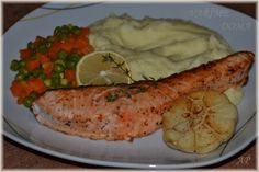Losos s česnekem a tymiánem Baked Potato, Zucchini, Sushi, Potatoes, Chicken, Meat, Baking, Vegetables, Ethnic Recipes
