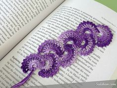 If you have friends who are avid readers or you love books, you'll probably appreciate this gorgeous bookmark pattern. As an avid reader myself, I love using bookmarks instead of folding down pages or corners. Sometimes even a piece of paper would do but why not be a bit more…