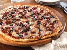 Create the perfect homemade pizza with ease, starting with pizza dough and topped with shredded mozzarella cheese, black olives and tender beef briskets. Curly's RoadTrip Eats Kansas City Style is tenderized and marinated in delicious BBQ sauce, giving flavor seekers a sweet and tangy taste experience.