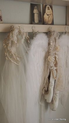 I have old wedding vails and vintage lace and ballet shoes. Shabby Vintage, Vintage Love, Vintage Accessoires, Vintage Ballet, Vintage Outfits, Vintage Fashion, Ballet Photography, Shades Of White, Country Chic
