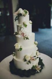 nice flower placement (thinkin tessa's cake)