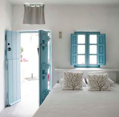 Para mi casa de pueblo {Ideas for my village house} Indoor Shutters, Teal Door, Contemporary Interior Design, Diy Interior, Home Bedroom, Summer Bedroom, Bedroom Retreat, Bedrooms, Bedroom Colors