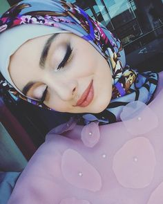 Beautiful Hijab, Beautiful Dresses, Beautiful Women, Celebrity Fashion Outfits, Celebrity Style, Hijab Makeup, Cute Girl Photo, Girly Pictures, Hijab Outfit