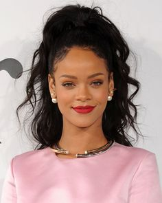 Rihanna Wearing A Textured High Ponytail- ellemag High Weave Ponytail, Weave Ponytail Hairstyles, Black Hairstyles With Weave, Rihanna Hairstyles, Sew In Hairstyles, Frontal Hairstyles, Sleek Ponytail, Summer Hairstyles, Haircuts