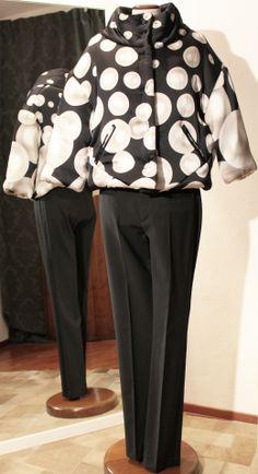 Piumino stampa perle MARCOBOLOGNA, pantalone con profilo smoking sartoriale.