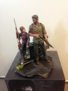 Joel & Ellie The Last of Us Statue