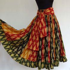 Jupe longue noire, verte et ocre à dessins paisley en coton , 45 pans avec écharpe ceinture assortie : Jupe par akkacreation