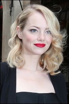 Emma Stone leaves her hotel the Athene Plazza. Emma Stone Makeup, Emma Stone Hair, Hair Color Dark, Blonde Color, Fancy Hairstyles, Wedding Hairstyles, Blonde Gif, Provocateur, Wedding Beauty