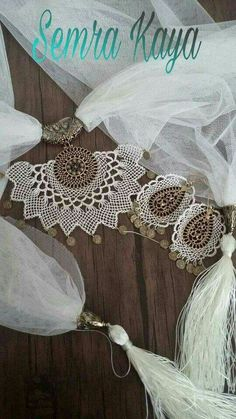 This Pin was discovered by Çiğ Crochet Collar, Point Lace, Needle Lace, Bead Art, Needlepoint, 3 D, Diy And Crafts, Collars, Bracelets