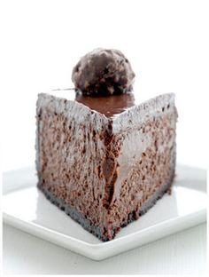 triple chocolate kahlua cheesecake- looks devine No Bake Desserts, Just Desserts, Delicious Desserts, Dessert Recipes, Yummy Food, Healthy Food, Kahlua Cheesecake, Cheesecake Recipes, Kahlua Cake