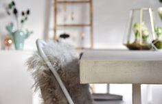 Ob es an den anhaltend kühlen Temperaturen liegt, dass die SoLebIch Community momentan besonders kreativ ist? Tolle Ideen von der künstlerischen Wandgestaltung fürs Kinderzimmer über selbst gebaute Leuchten bis hin zu hübschen Pflanzgefäßen haben uns in den vergangenen zwei Wochen wieder schwer begeistert! Am heutigen DIYnstag können wir so wieder viele schöne Projekte fürs Zuhause zeigen. Lasst euch inspirieren und werdet selbst kreativ!#1 – Wandkunst im KinderzimmerEin kreatives Wandbild…