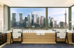 20 Hotel Bathrooms with Amazing Views