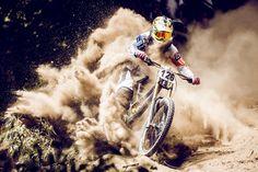 O fotógrafo Nick Middleton esperou um dia inteiro para capturar este momento durante uma competição do ciclista Connor Sandri em Christchurch, Nova Zelândia. A foto está inscrita na categoria 'Energy'.