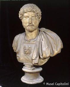 Musei Capitolini, Roma - Busto dell'imperatore Adriano, raffigurato ancora giovane con il volto pieno. Marmo, 117