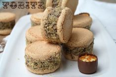 Tobite - Saraberne - Sarah Bernardt - Retete culinare by Teo's Kitchen Romanian Desserts, Romanian Food, Romanian Recipes, Sweet Recipes, Cake Recipes, Dessert Recipes, French Macaroons, Food Cakes, Cookie Desserts