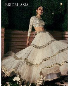 New indian bridal white blouse designs 29 ideas Indian Lehenga, Indian Gowns, Indian Attire, Lehenga White, Indian Bridal Outfits, Indian Bridal Wear, Indian Designer Outfits, Lehenga Choli Designs, Designer Bridal Lehenga