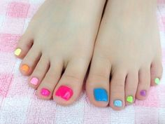 The Trendiest Toe Nail Designs for Summer - Make sure your feet look fabulous by sporting the chicest toe nail art designs as this year IT pedicures are all about simplicity. Pedicure Colors, Pedicure Nail Art, Toe Nail Art, French Pedicure, French Nails, Gel Nail, Yellow Toe Nails, Pretty Pedicures, Summer Toe Nails