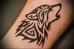 трайбл тату воющий волк линиями