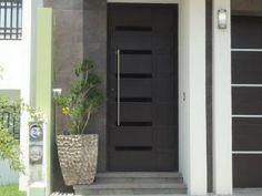1000 images about puertas y portones on pinterest for Disenos de puertas para casas modernas