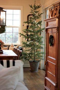 Farmhouse Christmas Decorating Ideas (36)