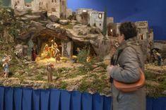 1 million+ Stunning Free Images to Use Anywhere Christmas Cave, Christmas Crib Ideas, Christmas Program, Christmas Decorations, Christmas Crafts, Holiday Decor, Nativity Stable, Diy Nativity, Christmas Nativity