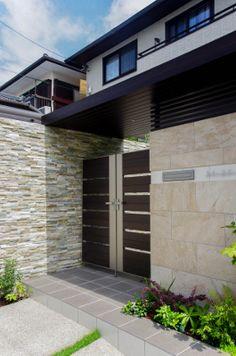 豊田市の外構工事施工例―ニュートラル Entrance Gates, Modern House Design, House Plans, Garage Doors, Outdoor Decor, Home Decor, Minimalist Home, Gardens, Garden Decorations