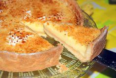 Deze verrukkelijke citroentaart met knapperige zanddeegbodem en romig frisse citroenvulling is de perfecte afsluiter van een feestelijk diner!