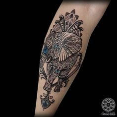 What does mosaic tattoo mean? We have mosaic tattoo ideas, designs, symbolism and we explain the meaning behind the tattoo. Mosaic Tattoo, Mandala Tattoo, Gold Tattoo, 3 Tattoo, Beautiful Tattoos, Cool Tattoos, Tatoos, Zentangle Elephant, Geniale Tattoos