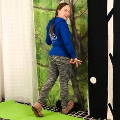 Pohkeiden venytys   Akillesjänteen vetreytys Parachute Pants, Athletic, Zip, Jackets, Fashion, Down Jackets, Moda, Athlete, La Mode