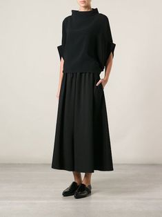 Yohji Yamamoto shortened the pants with a wide leg -You can find Yohji yamamoto and more on our website.Yohji Yamamoto shortened the pants with a wide leg -