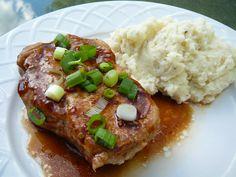 3 Easy Tricks For Juicy Pork Chops Pork Brine Recipe, Pork Marinade, Pork Rib Recipes, Chops Recipe, Pork Meals, Meat Meals, Lamb Recipes, Bacon Recipes, Cooking Boneless Pork Chops