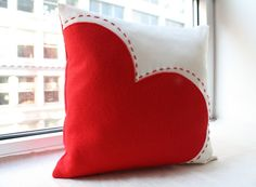 Big Red Heart Pillow Valentine's Day Decor by HoneyPieDesign Cute Pillows, Diy Pillows, Decorative Pillows, Cushions, Throw Pillows, Valentine Day Crafts, Valentine Decorations, Valentines, Valentine's Home Decoration