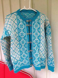 Mor og far, m raglan, pt5 571 eller Falk 6604 Knits, Hand Knitting, Knit Crochet, Jumper, Turquoise, Type, Sweaters, Outfits, Inspiration
